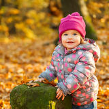 小女孩在公园 免版税图库摄影
