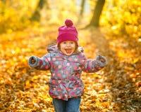 小女孩在公园 库存图片