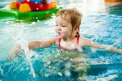 小女孩在水中 免版税库存照片
