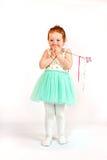 小女孩在绿色礼服的时装模特儿 免版税库存图片
