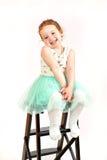 小女孩在绿色礼服的时装模特儿 免版税库存照片