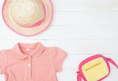 小女孩孩子带淡红色的时尚 免版税库存图片