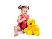 小女孩对待玩具 库存图片