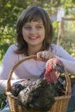 小女孩小农夫拿着一只火鸡 库存图片