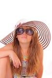 小女孩帽子的和有太阳镜的 免版税库存照片