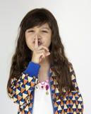 小女孩微笑的幸福安静的被关闭的秘密画象 库存照片