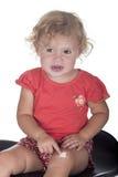 小女孩或小孩有膏药的在她的腿 库存图片