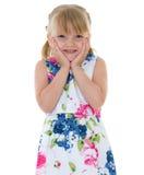 小女孩报道她的头 免版税库存图片