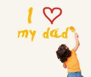 小女孩文字我爱我的有刷子的爸爸 免版税库存照片