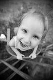 小女孩是愉快和使用 免版税库存图片