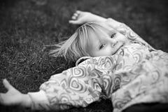小女孩是愉快和使用 免版税图库摄影