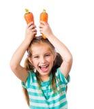 小女孩用两棵红萝卜 库存图片