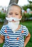 小女孩用棉花糖 免版税库存图片