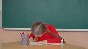 小女孩画某事 股票录像