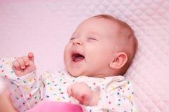 小女孩笑 免版税库存图片