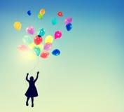 小女孩自由幸福想象力无罪概念 免版税库存图片
