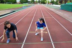 小女孩获得在体育场的乐趣 图库摄影
