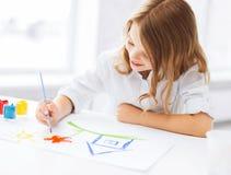 小女孩绘画图片 免版税库存照片