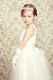 小女孩画象豪华礼服的 免版税库存照片