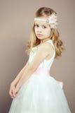 小女孩画象豪华礼服的 免版税库存图片