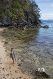 小姐有假期在热带手段 免版税库存照片