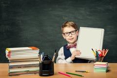 小学生在黑板,男孩学生的广告书 免版税库存图片