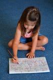 小孩在家画 免版税库存照片