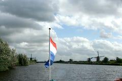 小孩堤防风车在荷兰 免版税库存图片