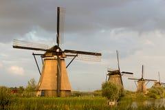 小孩堤防风车联合国科教文组织遗产荷兰 图库摄影