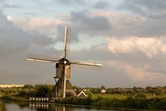 小孩堤防风车联合国科教文组织遗产荷兰 库存图片