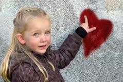 小孩女孩和心脏 库存照片