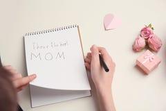 小孩文字祝贺为母亲` s天 库存照片