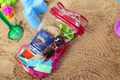 小孩海滩袋子 库存照片
