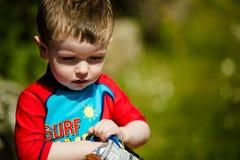 小孩男孩太阳的 库存照片