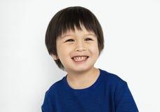 小孩男孩微笑愉快的概念 库存照片
