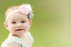 小孩白种人日本女孩外部微笑 图库摄影