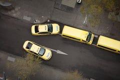 小室乘出租车黄色 库存图片