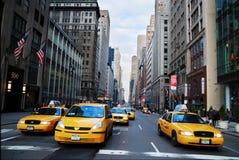 小室城市新的出租汽车黄色约克 免版税库存照片