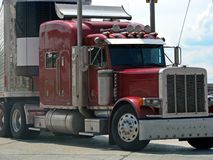 小室牵引车拖车卡车 免版税图库摄影