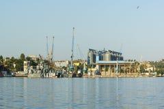 小导弹在黑色的克里米亚半岛海军基地的导弹小船41 Th旅团的构成的气垫运送  免版税图库摄影
