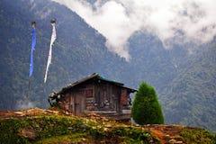 小小屋在Himalays 免版税库存照片