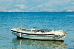 小小船的捕鱼 免版税库存照片