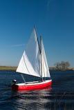 小小船红色的航行 免版税图库摄影