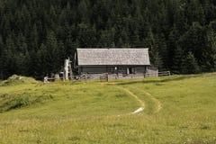 小屋在森林 免版税图库摄影