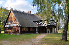 小屋在露天博物馆在奥尔什蒂内克(波兰) 免版税库存图片