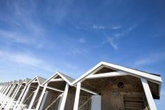 小屋木屋顶 与少量云彩的蓝天 HDR 库存图片