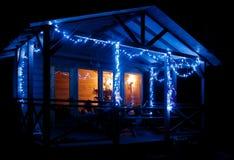小屋装饰了圣诞节诗歌选 免版税库存图片