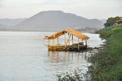 小屋视图河泰国国家(地区)竹子 免版税库存图片