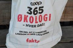 小屋365有机食品在FAKTA杂货店 图库摄影