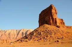 小山五颜六色的沙漠 库存照片